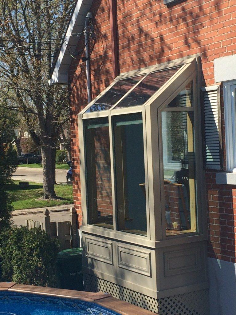 Film solaire clair sur fenêtre résidentielle