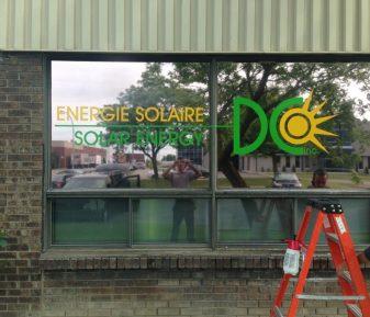 Pellicule solaire avec lettrage extérieur