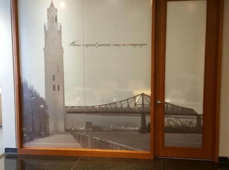 Murale décorative sur un vitrage