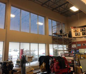 Installation de pellicule solaire pour fenêtre